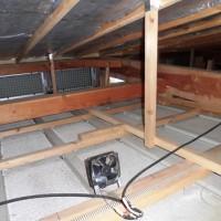 夏は屋根裏のシートを濡らし、風を通して屋根を冷やす。